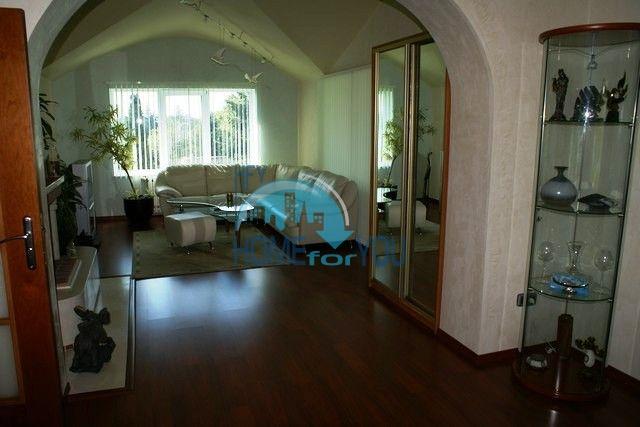 Трехэтажный меблированный дом в Варне, Евксиноград 9