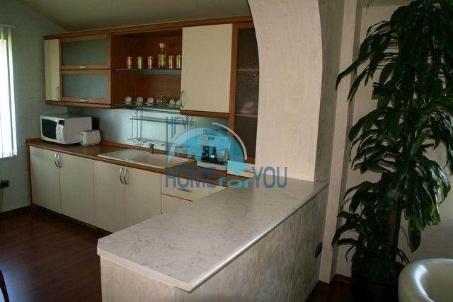 Трехэтажный меблированный дом в Варне, Евксиноград 12