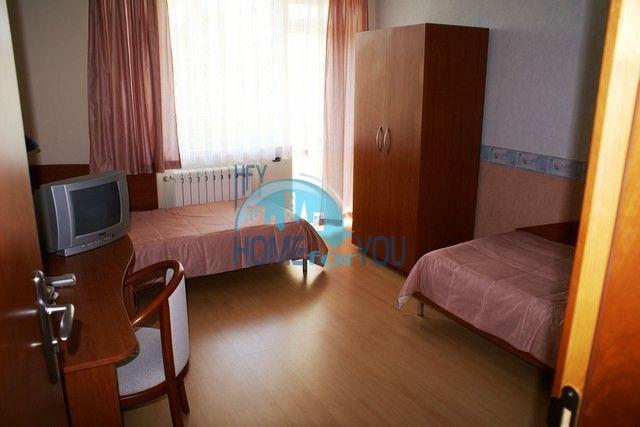 Трехэтажный меблированный дом в Варне, Евксиноград 25