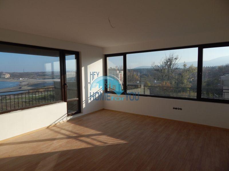 Отличная квартира с тремя спальнями около пляжа в городе Царево