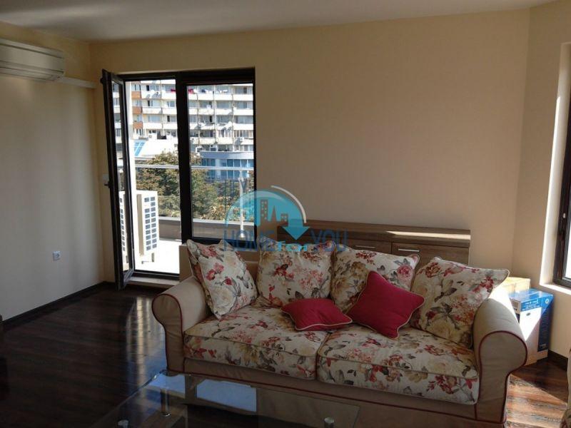 Отличный трехкомнатный апартамент в центре Варны 3