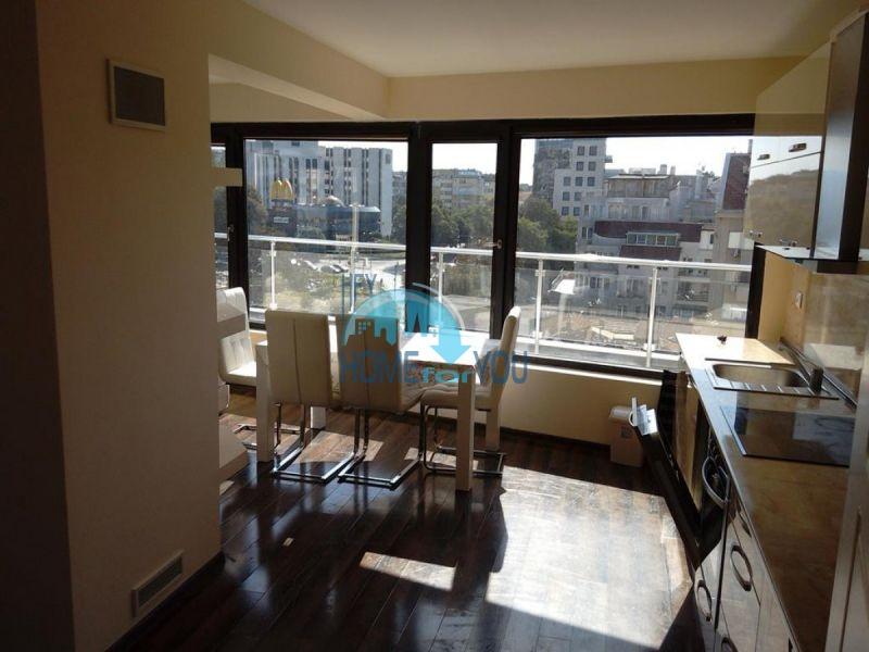 Отличный трехкомнатный апартамент в центре Варны 6
