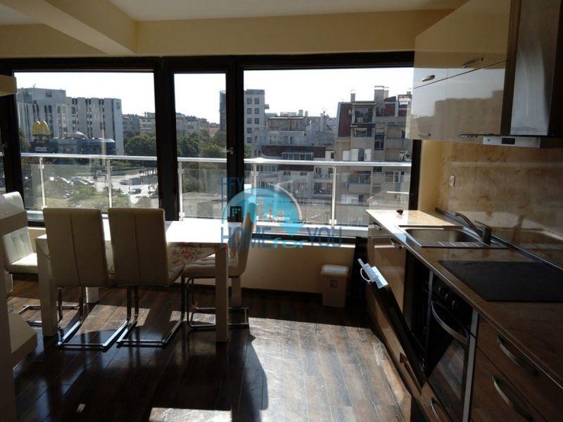 Отличный трехкомнатный апартамент в центре Варны 7