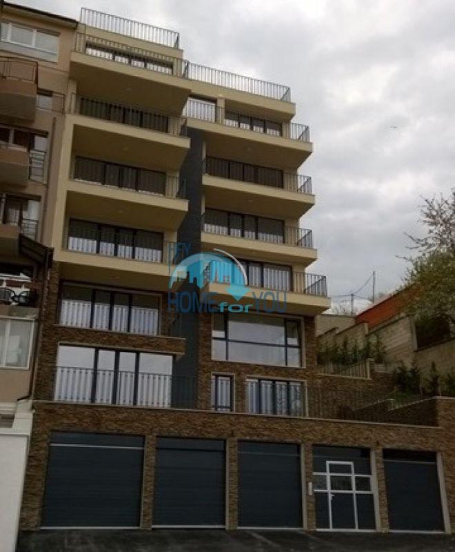 Tрехкомнатная квартира в новопостроенном доме в элитном квартале Варны