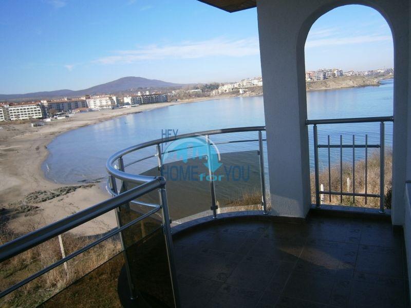 Меблированный элитный дом на первой линии моря в курорте Царево в Болгарии
