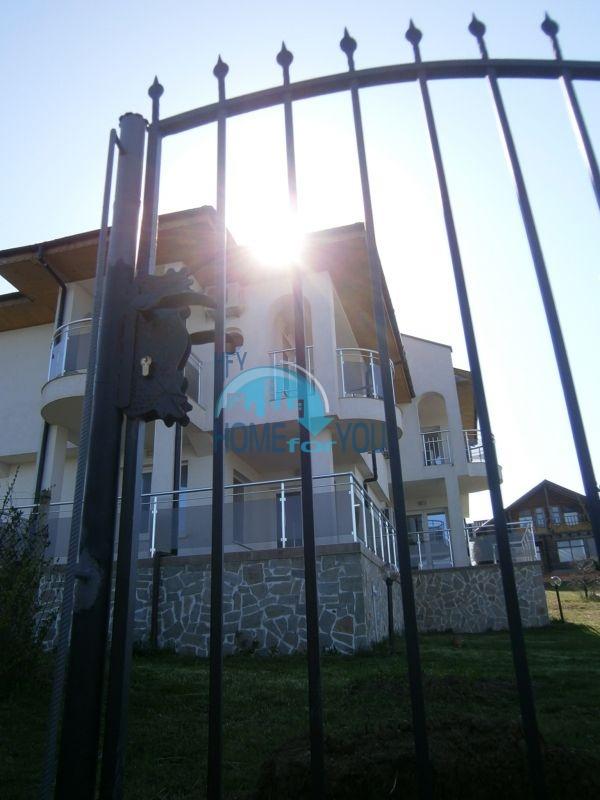 Меблированный дом на первой линии моря в курорте Царево 4