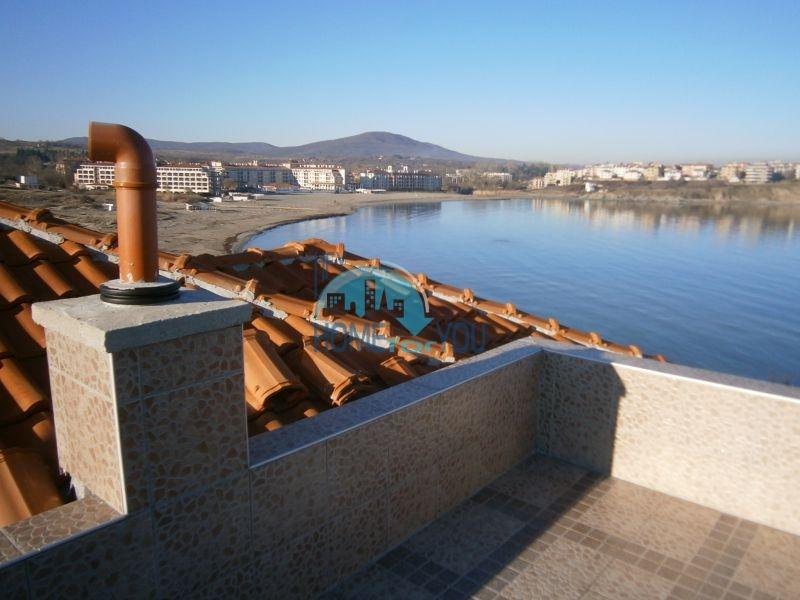 Меблированный дом на первой линии моря в курорте Царево 5