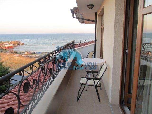 Двухкомнатная квартира с видом на море на первой линии в Равде