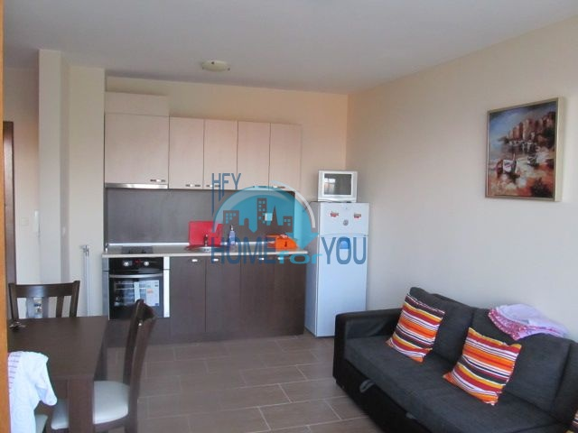 Двухкомнатная квартира с видом на море на первой линии в Равде 3