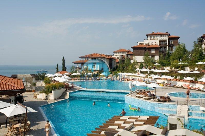 Созополь, комплекс ,,Санта Марина''. Отличная трехкомнатная квартира с огромной террасой!
