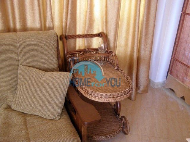 Двухкомнатная квартира на первой линии моря в курорте Солнечный берег 21