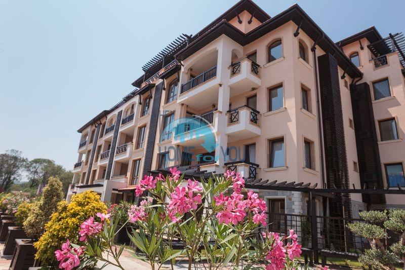 Продажа квартиры с видом на море на первой линии в городке Лозенец