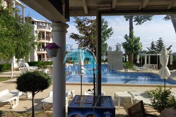 Недорогая трехкомнатная квартира в курорте Солнечный Берег