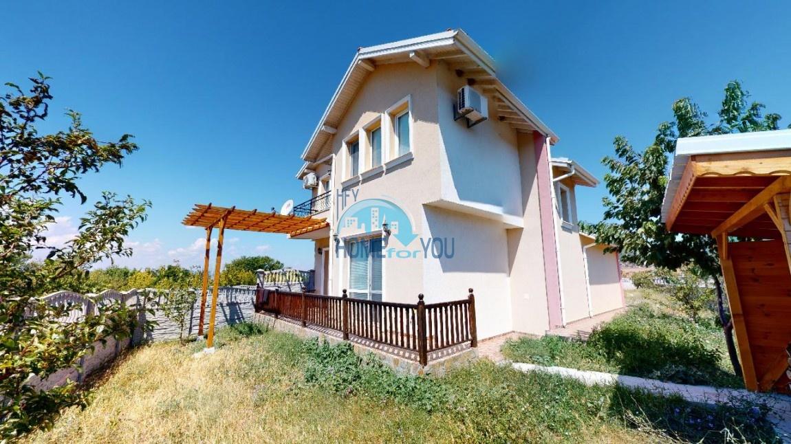 Кошарица, двухэтажный дом 155 кв.м с собственным земельным участком вблизи к.к. Солнечный берег