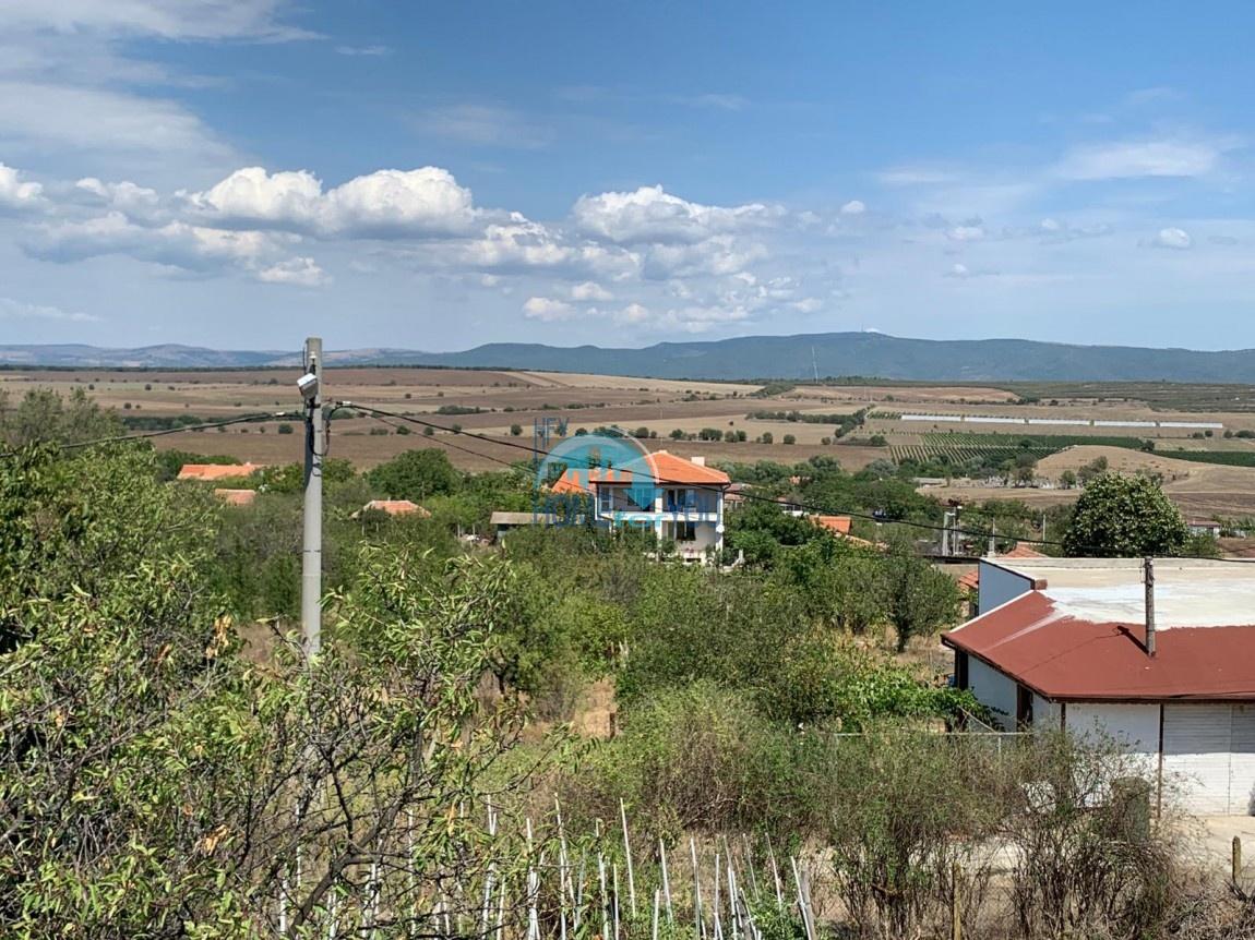 Бургас, вид на горы. Новый двухэтажный дом 250 кв.м с участком в селе Александрово (10 км от Солнечного берега)