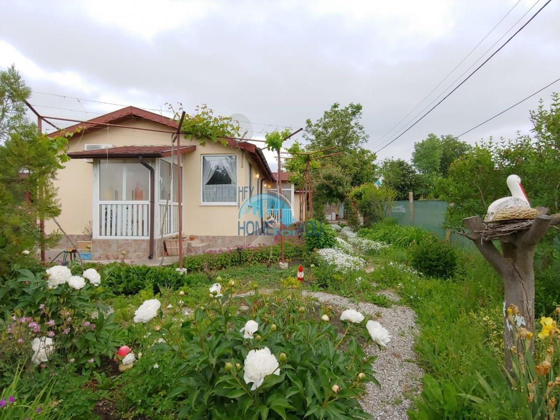 Бургас, поселок Полски извор. Отличный одноэтажный дом с двором и домик для гостей
