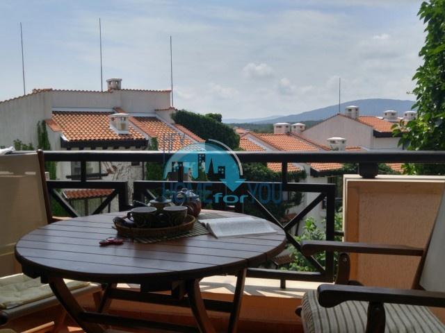 Прекрасная двухкомнатная 83,47 кв.м с двумя балконами и частичным видом на море в элитном