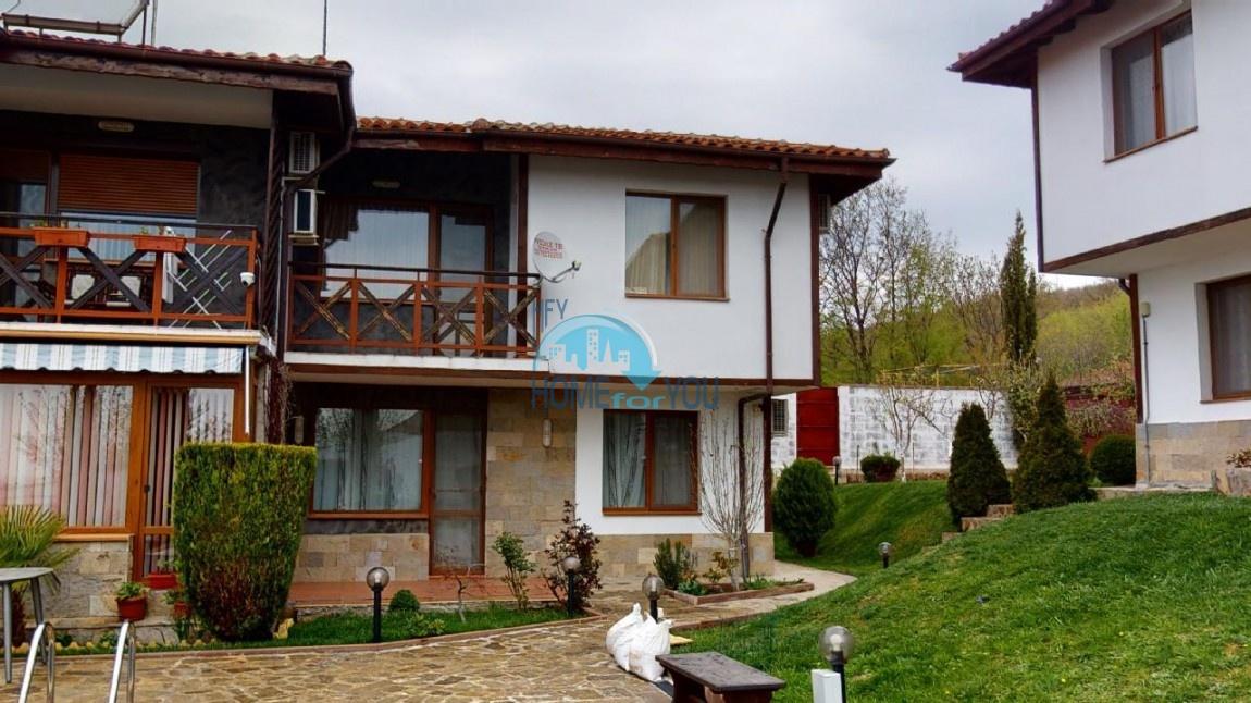 Кошарица, Чолакова Чешма. Двухэтажный дом 110 кв.м с бассейном в мини-комплексе закрытого типа