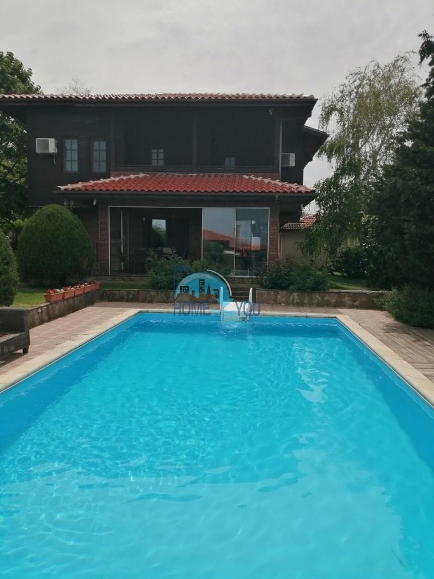 Лозенец, вид на море. Двухэтажный дом 280 кв.м с бассейном и с ухоженным участком 860 кв.м.