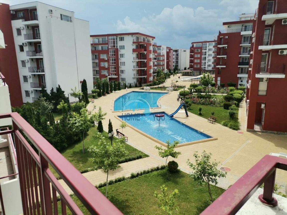 Святой Влас, первая линия. Двухкомнатный апартамент 71 кв.м с видом на бассейн в комплексе