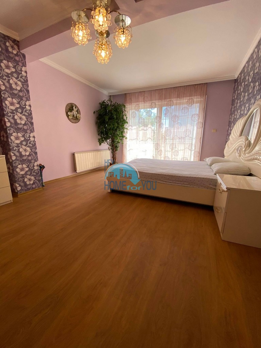 Бургас, район Сарафово. Отличный трехэтажный дом - 312 кв.м. с двором по выгодной цене