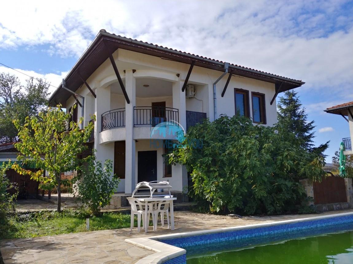 Бургас, с. Александрово. Двухэтажный дом 160 кв.м с бассейном и участком 450 кв.м