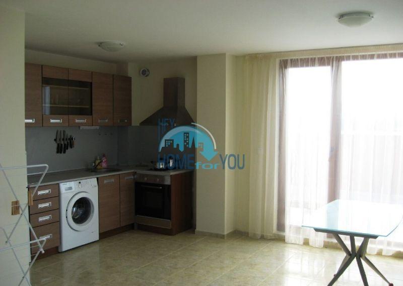Жилой комплекс предлагает квартиры по доступным ценам с видом на море в Приморско 5