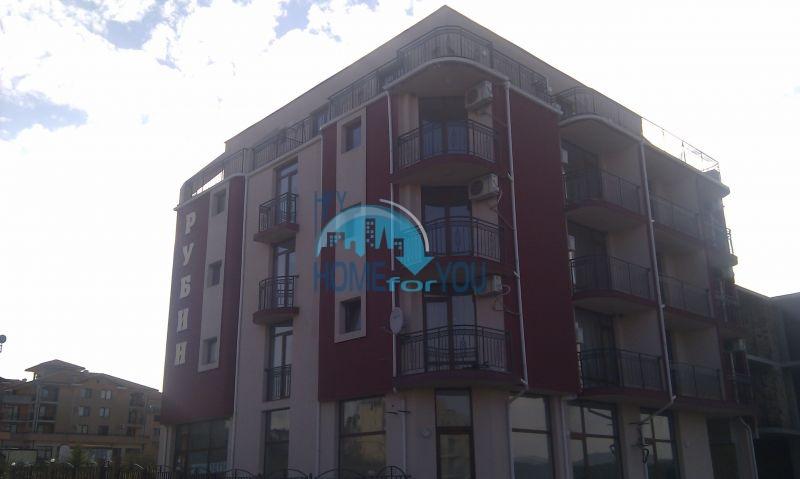 Жилой комплекс предлагает квартиры по доступным ценам с видом на море в Приморско 2