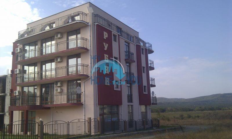 Жилой комплекс предлагает квартиры по доступным ценам с видом на море в Приморско 3