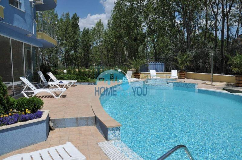 Недорогая двухкомнатная квартира на курорте Солнечный берег 2