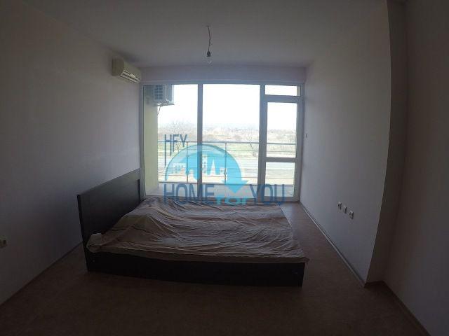 Недорогая двухкомнатная квартира на курорте Солнечный берег 4