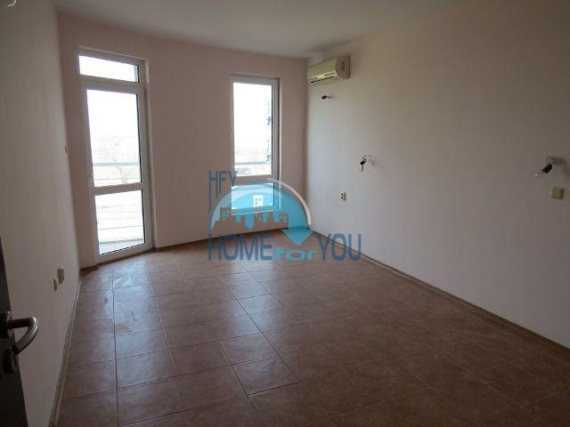 Недорогая двухкомнатная квартира на курорте Солнечный берег 7
