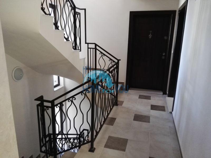 Трехкомнатная квартира в новом жилом доме в городе Поморие 17