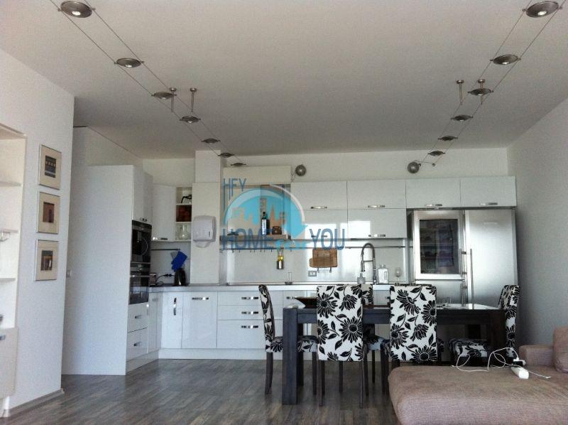 Четырехкомнатная квартира в элитном комплексе в Поморие