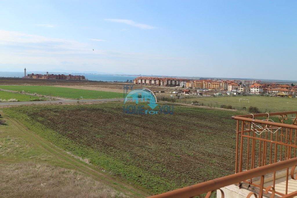 Дешего. Трехкомнатная квартира с большой террасой и видом на море в городе Ахелой