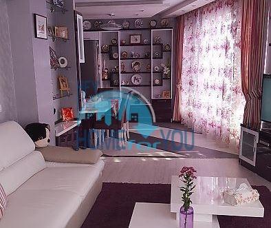Большая трехкомнатная квартира в городе Бургас, кв. Изгрев
