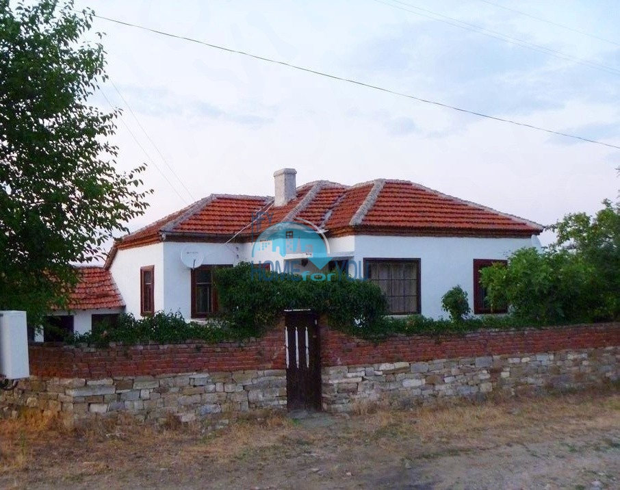 Недорогой дом 140 кв.м с земельным участком 14 соток в с. Искра, недалеко от Бургаса