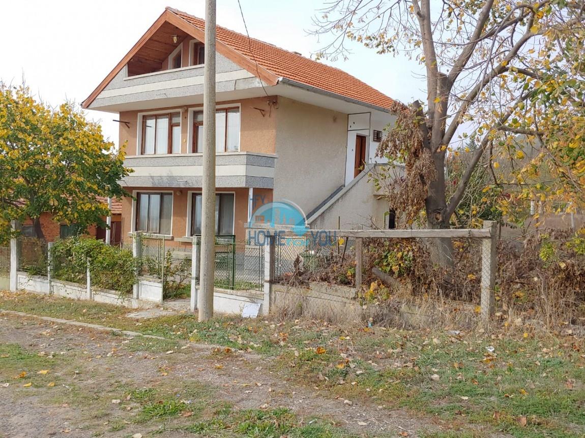 Двухэтажный дом 141 кв.м на земельном участке в 1430 кв.м в поселке Горица, Бургас