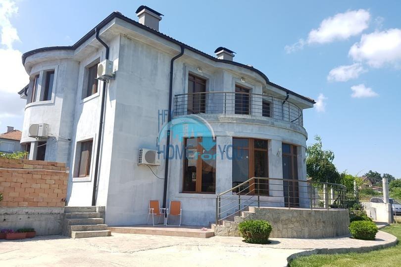 Двухэтажный дом с пятью спальнями в пригороде Бургаса в селе Маринка