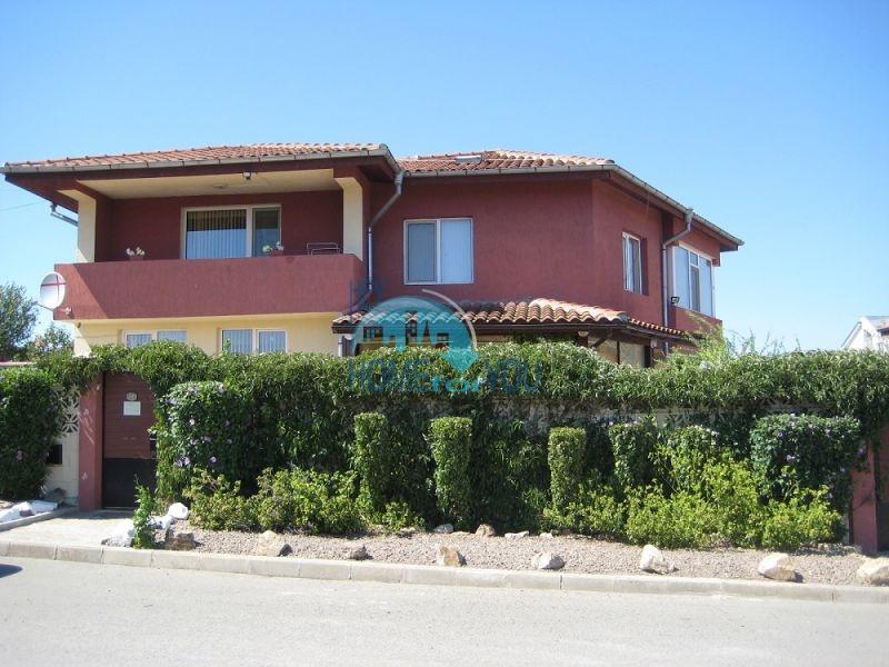 Прекрасный добротный двухэтажный дом в селе Тынково