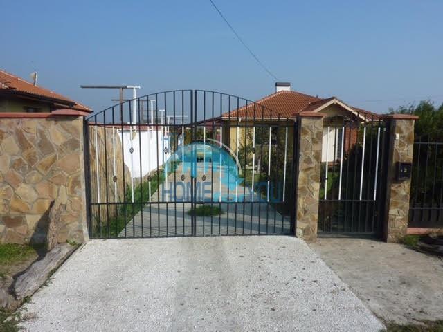 Готовый добротный дом в селе Каменар 2