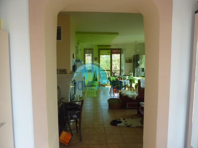 Готовый добротный дом в селе Каменар 10