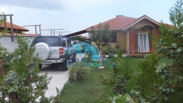Готовый добротный дом в селе Каменар