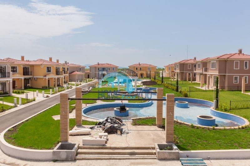 Коттеджный комплекс элитных домов Victoria Lake в пригороде г. Бургас