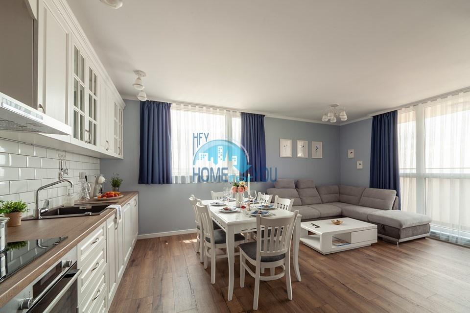 Люкс. Новая, шикарная трехкомнатная квартира с видом на море  в Бургасе
