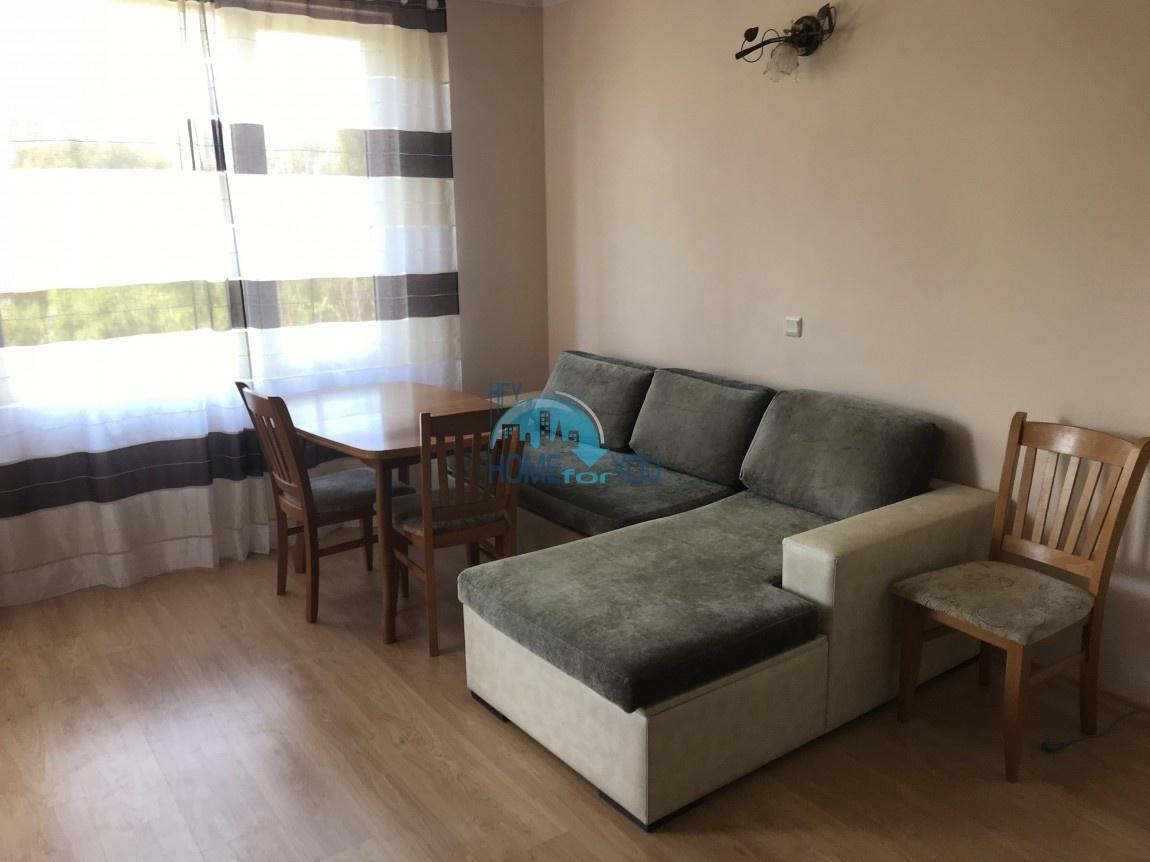 Меблированная двухкомнатная квартира в комплексе Перла в городе Бургас