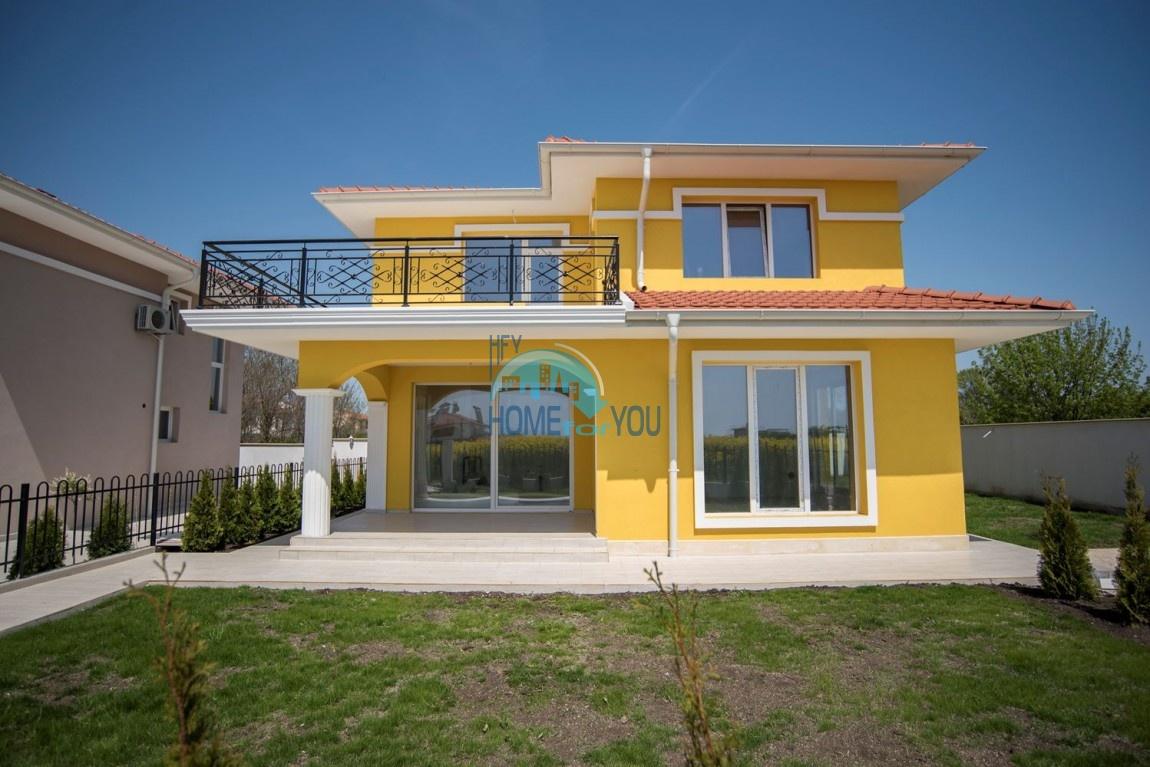 Новый готовый дом с участком рядом с морем в квартале Сарафово - Бургас
