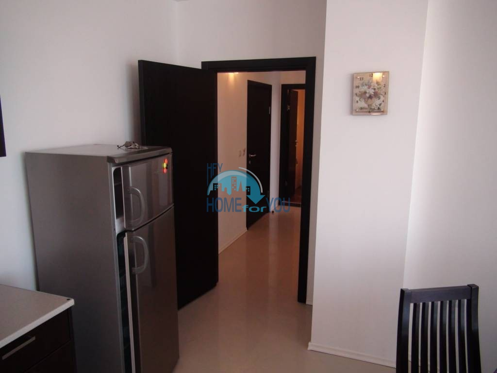 Трехкомнатная вторичная квартира с мебелью - квартал Сарафово 9