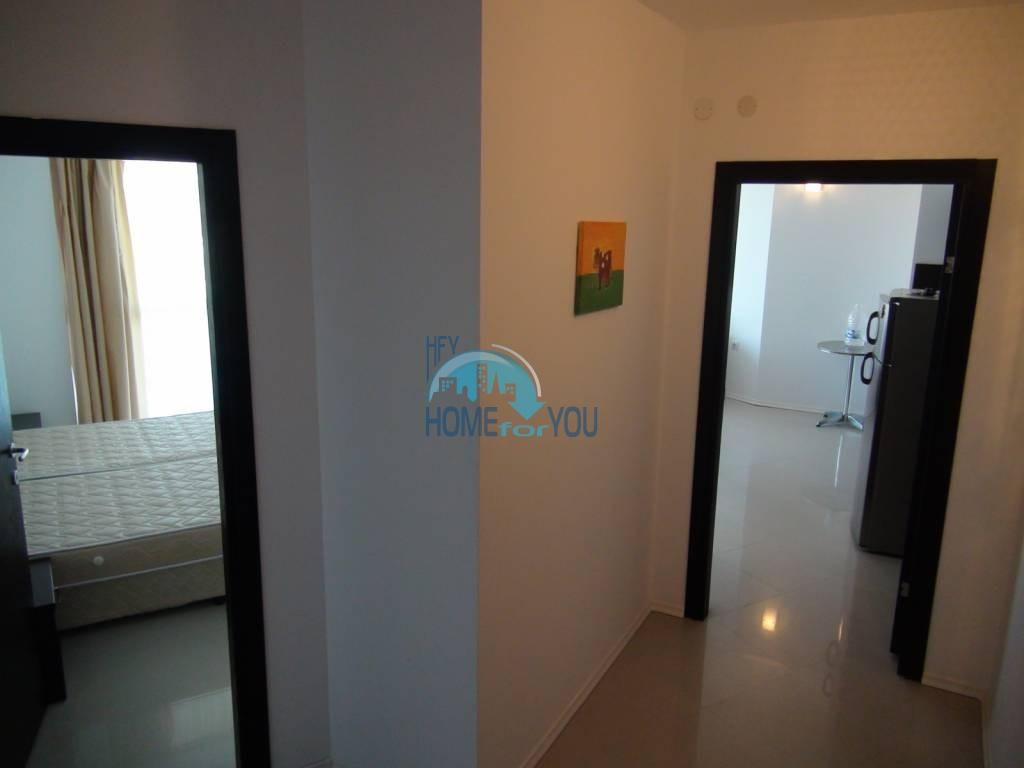 Трехкомнатная вторичная квартира с мебелью - квартал Сарафово 8