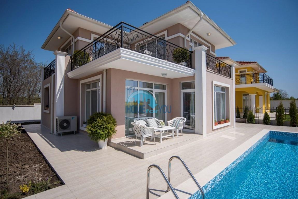 Новый дом с мебелью и бассейном рядом с пляжем в квартале Сарафово 2